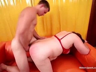 Hot mature woman gets a learn of in her exasperation