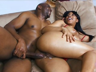 Ebony beauty Myeshia Nikole gets the brush pussy cream pied hard by a black cock