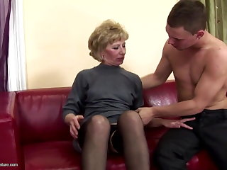 Prudish mature mom ass fucked coupled with pissed on