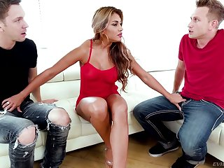 Sexually charged goddess Mercedes Carrera gets double penetrated