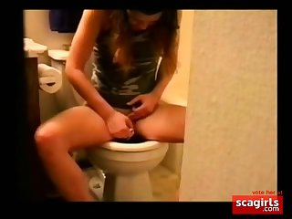 Teen girl caught playing (masturbate)