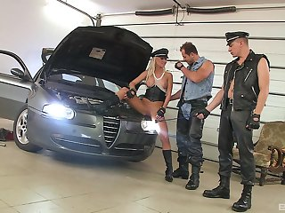 Ellen Peterson fucked by two mechanics in unexcited modes