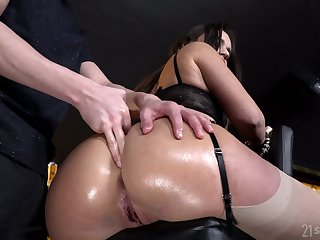 Amazing Lana Roy exposes her spectacular booty which needs kinky polishing