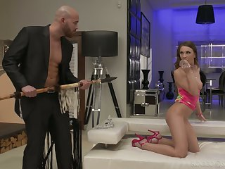 Skinny chick Veronica Clark is craving for hardcore anal ache