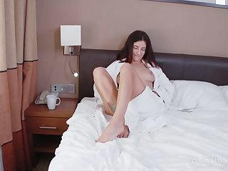 18 Virgin Sex - Hottie gets her solo anal orgasm
