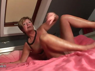 Untrained housewife squirting all over say no to bed